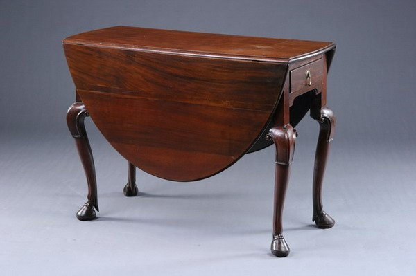 1338: DUTCH QUEEN ANNE MAHOGANY DROP-LEAF TABLE, 18th c