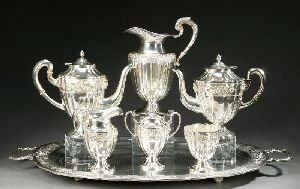 13: A SEVEN-PIECE MEXICAN STERLING TEA AND COFFEE SERVI