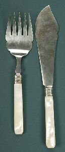 14: A MOTHER OF PEARL HANDLED CAKE SLICE AND FORK. In a