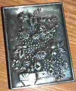 AN AMERICAN SILVER COMPACT, early 20th century. Rec