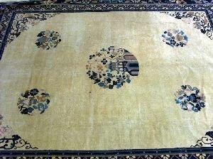 """686: A CHINESE RUG,  Approx. 8'2"""" x 12'8""""."""