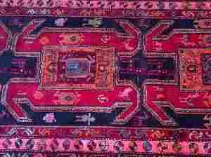 A MESHKEEN RUG, ANTIQUE PERSIAN, 4ft 2in X 9ft 6i