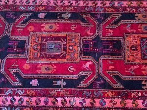 692: A MESHKEEN RUG, ANTIQUE PERSIAN,  4ft 2in X 9ft 6i