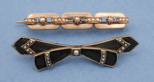 806: TWO VICTORIAN BROOCHES.   The first, of