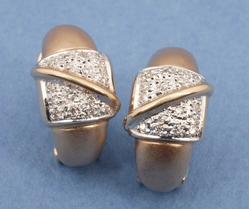 807: A PAIR OF 14K YELLOW GOLD AND DIAMOND EA