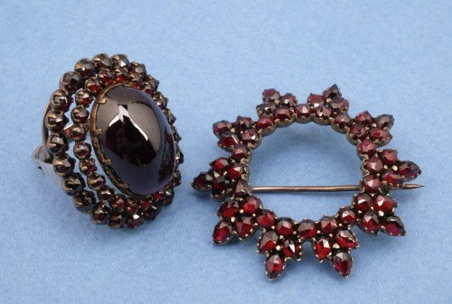 812: A GROUP OF VICTORIAN GARNET JEWELRY.   F