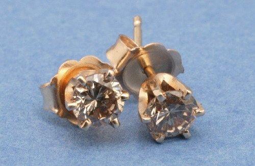 816: A PAIR OF YELLOW GOLD DIAMOND STUDS.   E