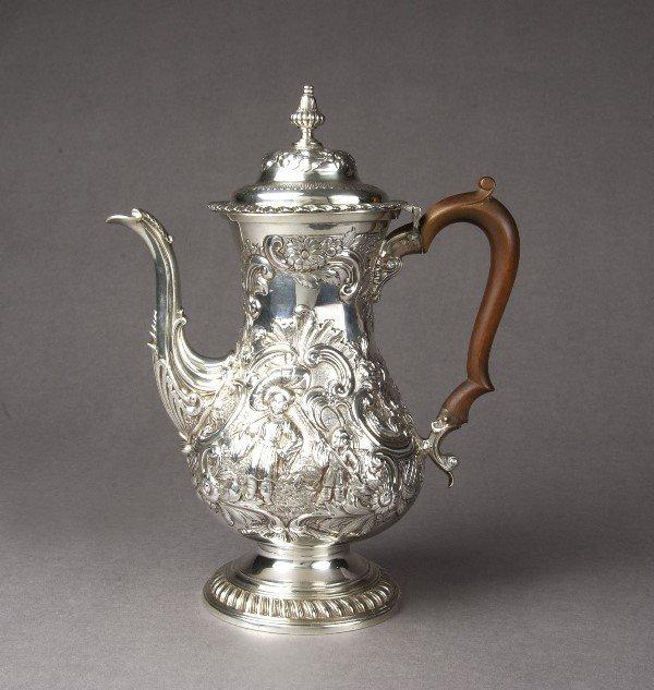 6: A GEORGE IV SILVER COFFEE POT. mark of William Chawn