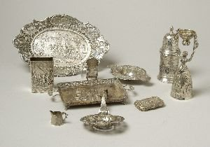 16: A COLLECTION OF CONTINENTAL SILVER AND SILVER PLATE