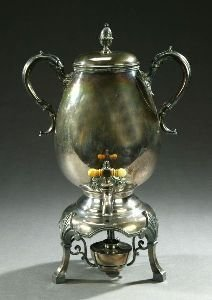 19: AN AMERICAN SILVER PLATED COFFEE URN, marked Roger