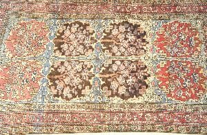 902: AN ANTIQUE MAHAL RUG,  4ft. 8in. x 8ft. 5in.