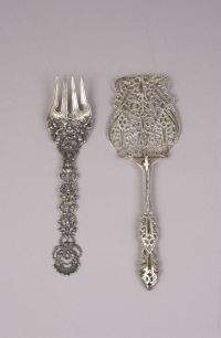TWO ITALIAN SILVER SERVING PIECES. 20th century. A
