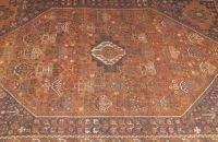 A PERSIAN ANTIQUE SHIRAZ RUG, 7ft. 3in. x 9ft. 7i