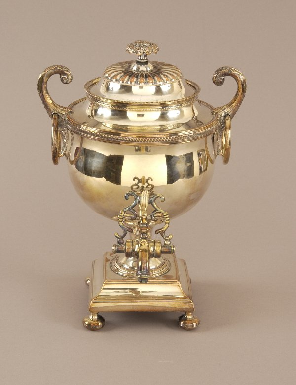 8: A SHEFFIELD PLATE COFFEE URN. circa 1815. On a squar