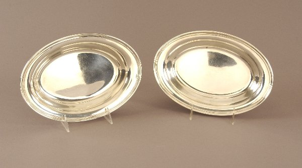 24: A PAIR OF AMERICAN STERLING OPEN VEGETABLE DISHES,