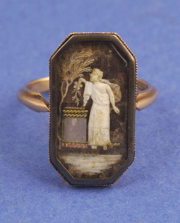 642: A VICTORIAN MOURNING RING. Circa 1800. The octagon