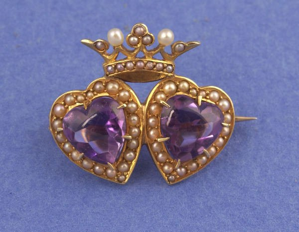 644: A VICTORIAN 14K YELLOW GOLD, AMETHYST AND PEARL BR