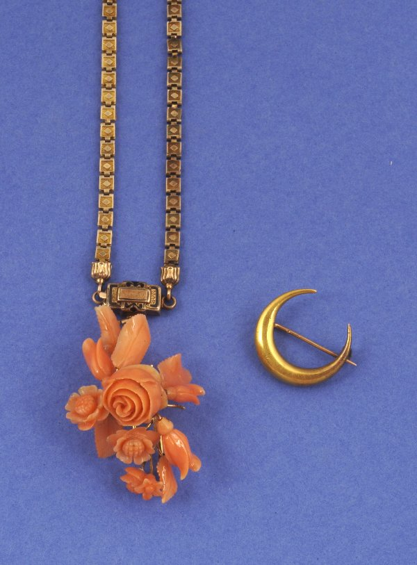 650: A CHOKER PENDANT NECKLACE AND BROOCH, SIGNED WILLI