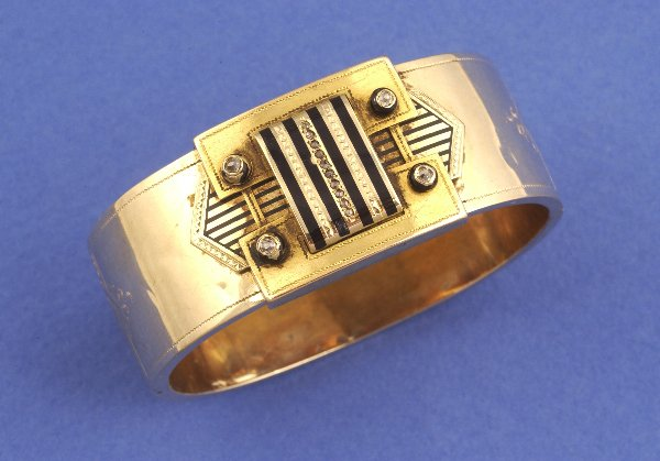651: A RUSSIAN YELLOW GOLD, BLACK ENAMEL AND DIAMOND BA