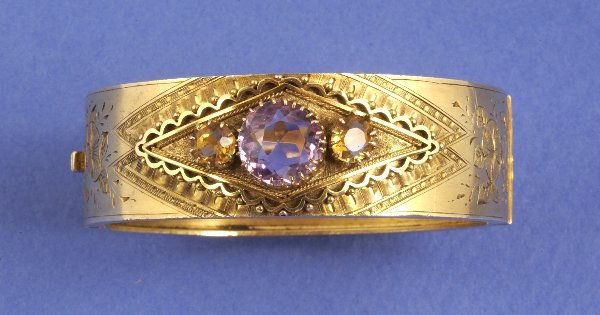 657: AN AMETHYST AND CITRINE BANGLE BRACELET. The navet
