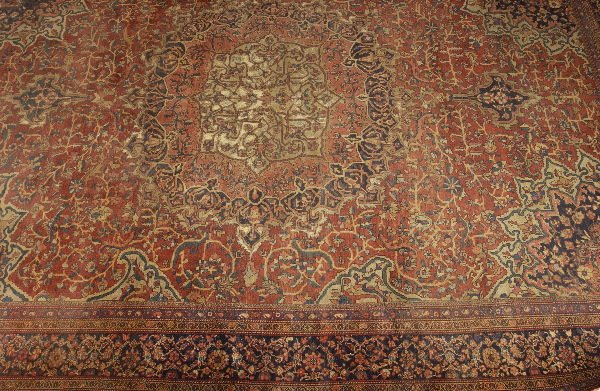 1117: AN ANTIQUE FARAHAN SAROUK RUG, Includes a burgand