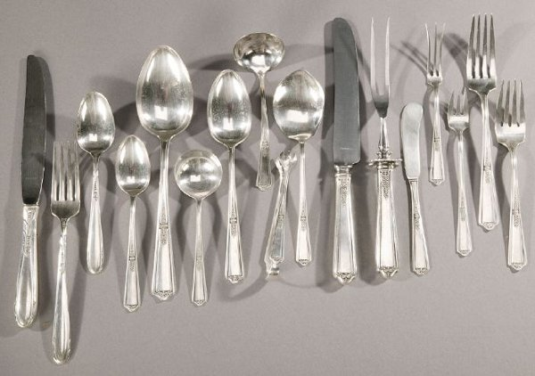7: TWO AMERICAN SILVER FLATWARE SERVICES, Mid