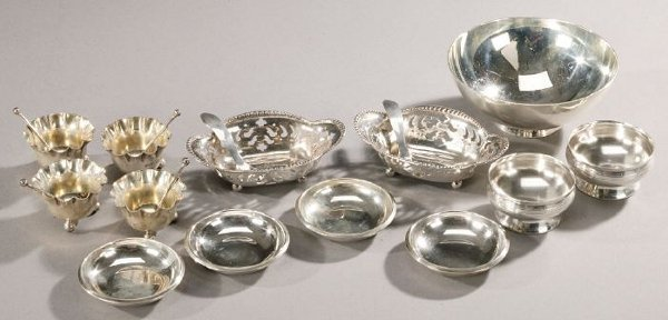 15: A COLLECTION OF AMERICAN SILVER TABLE ART