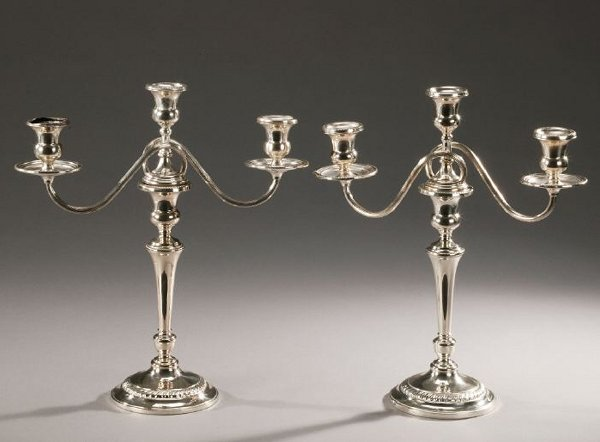 21: A PAIR OF AMERICAN SILVER CANDELABRA, Fra