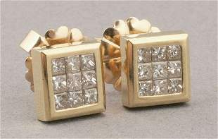 A PAIR OF 18K YELLOW GOLD AND DIAMOND EA