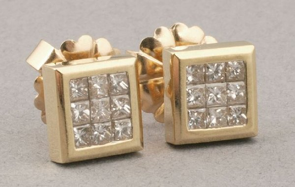 750: A PAIR OF 18K YELLOW GOLD AND DIAMOND EA