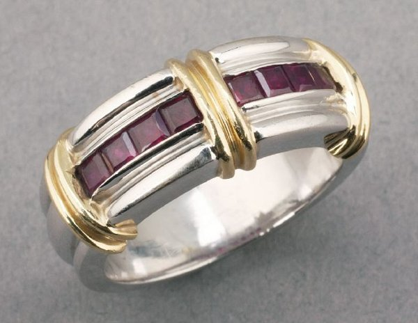 760: AN 18K YELLOW GOLD, WHITE GOLD AND RUBY