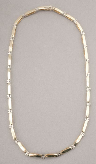 761: A 14K YELLOW GOLD AND DIAMOND NECKLACE.