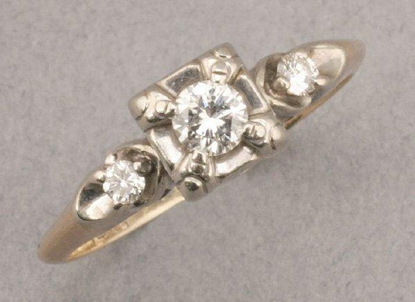 765: A 14K YELLOW GOLD AND DIAMOND RING.  Cir