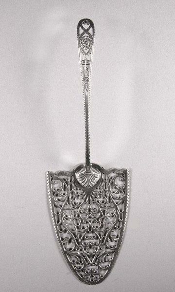 6: A GEORGE II SILVER FISH SLICE, by John Hoyland & Co.