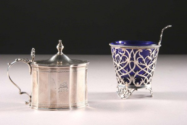 19: A GEORGE III SILVER MUSTARD POT AND A NUT DISH. - 2