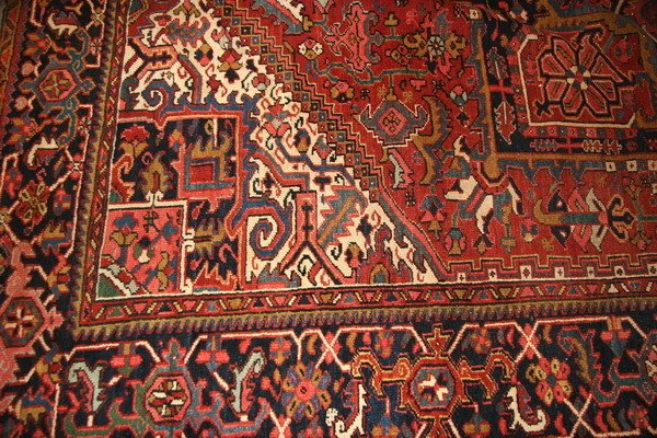 650: A SEMI-ANTIQUE HERIZ RUG, - Approx. 12 ft. x 9 ft.