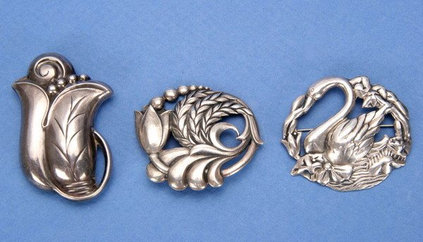 690: THREE ART NOUVEAU STYLE STERLING BROOCHES.