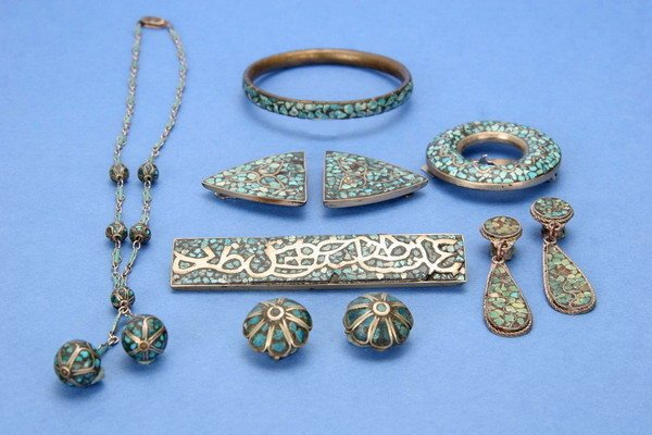 692: ANTIQUE INDIAN INLAID TURQUOISE JEWELRY.