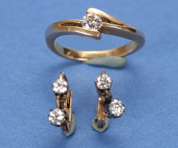 699: A PAIR OF VICTORIAN EARRINGS WITH LATER RING.