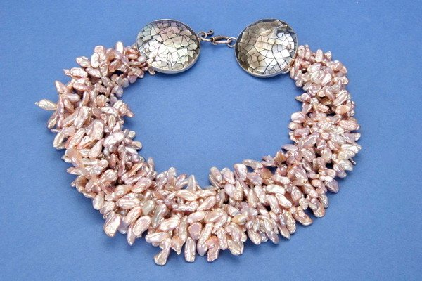 703: A MULTI-STRAND KEISHI PEARL AND ABALONE NECKLACE,