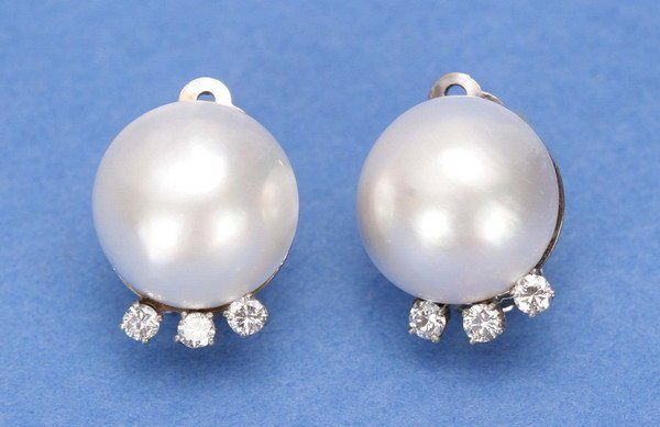 710: A PAIR OF MAB+ PEARL AND DIAMOND EARCLIPS.