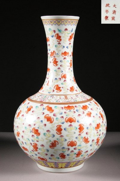 957: A CHINESE FAMILLE ROSE PORCELAIN HUNDRED BAT VASE.