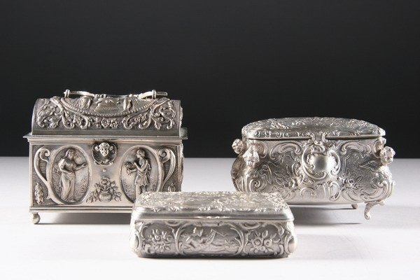 10: THREE CONTINENTAL SILVER BOXES. - 22 oz.