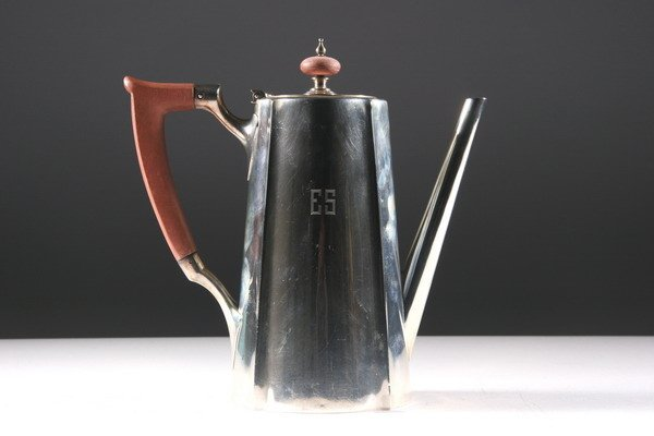 19: GORHAM SILVER COFFEE POT. - 14 oz., 8 dwt., 7 1/2 i