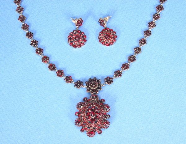 803: VICTORIAN PINK GOLD AND GARNET NECKLACE AND EARRIN
