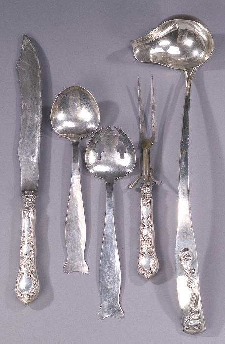 11: A COLLECTION OF FIVE SILVER SERVING PIECE