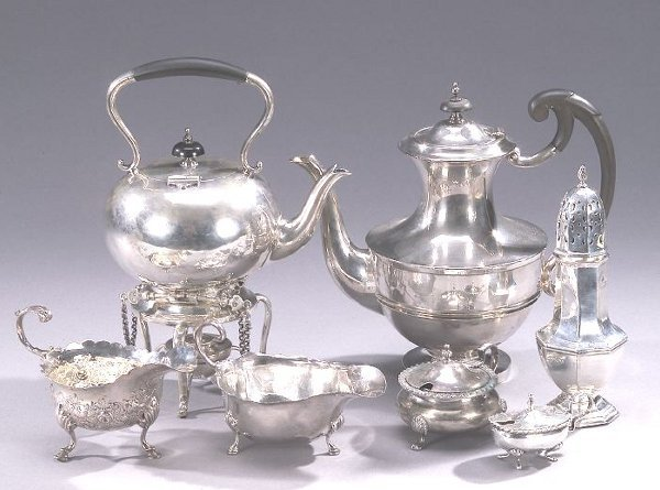 19: A COLLECTION OF ENGLISH SILVER TABLE ARTI