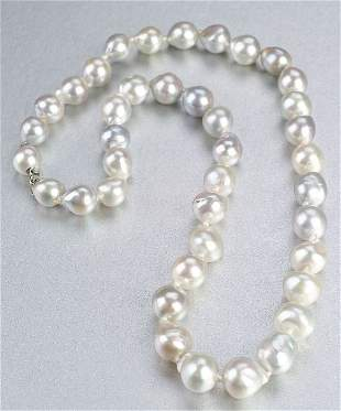 A FRESHWATER PEARL NECKLACE. Composed of