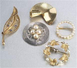 A COLLECTION OF YELLOW GOLD BROOCHES. Ea