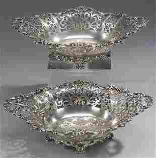 16: A PAIR OF AMERICAN SILVER BREAD BASKETS,